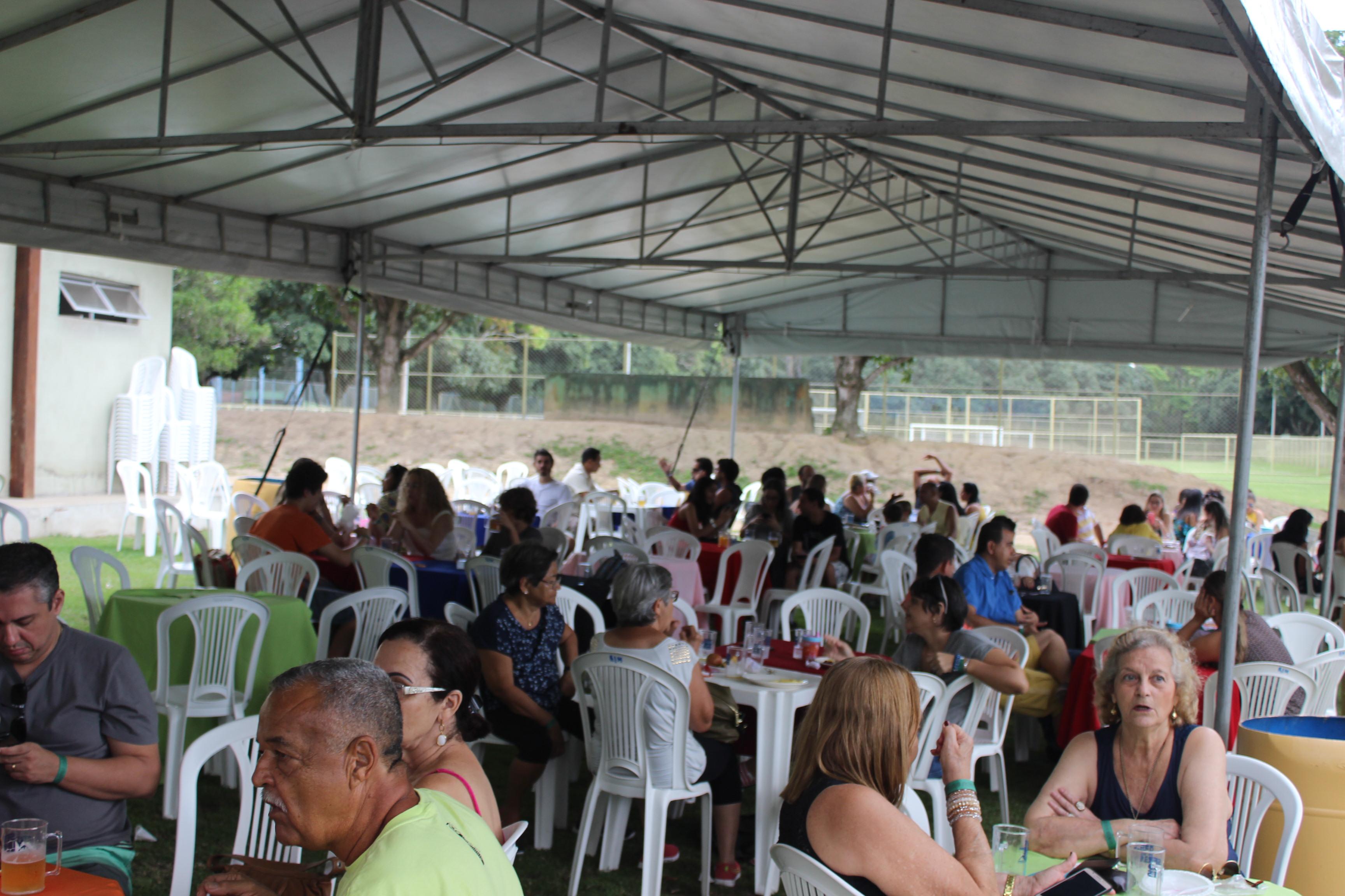 Festa da grande vit ria re ne cerca de 600 pessoas e for Camping cerca de vitoria